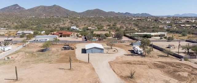 Desert Hills horse property far